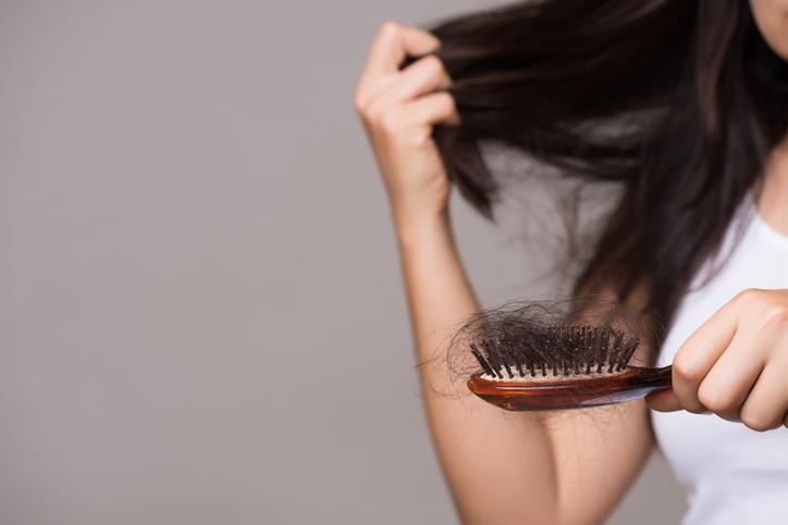 amincissement cheveux femme